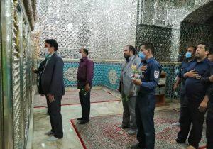 مراسم غبار روبی و عطرافشانی قبور شهدا توسط پرسنل آتشنشانی و شهردار بافق انجام شد+تصاویر