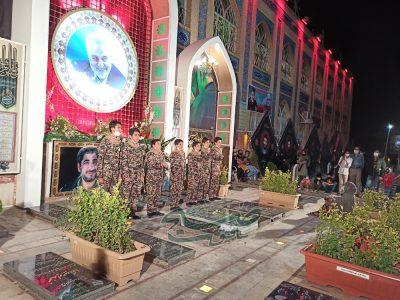 اجرای گروه سرود عاشقان امام بافق بر سر مزار سردار دلها