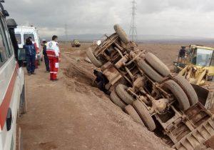 امدادرسانی به واژگونی کامیون در محور بافق به بهاباد