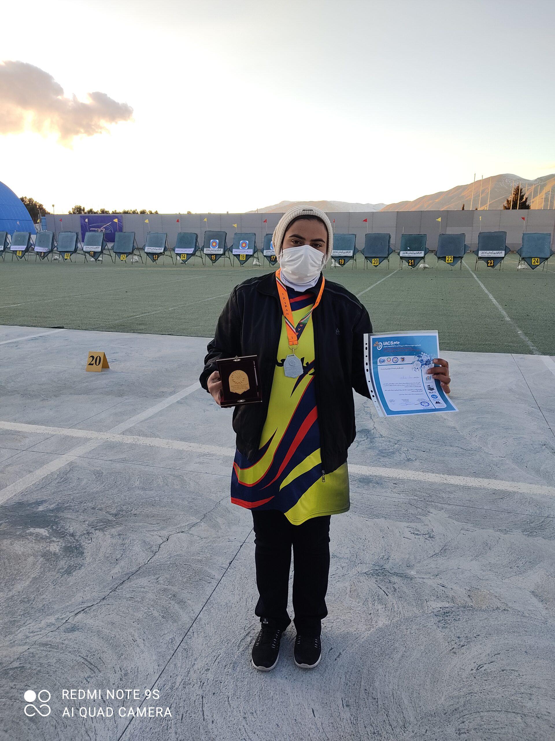 سمانه رمضانپور ورزشکار مجتمع معادن سنگ آهن فلات مرکزی نایب قهرمان مسابقات تیراندازی با کمان کارگری کشور شد