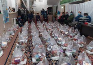 توزیع ۱۰۰بسته معیشتی توسط کانون شهید حبیبیان و موسسه خیریه دارالمهدی بافق+تصاویر